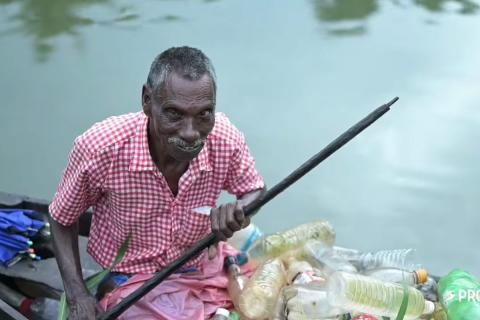 Rajappan collects waste from vembanad lake