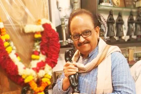 Singer SPB's health deteriorates, hospital says he's 'extremely critical'