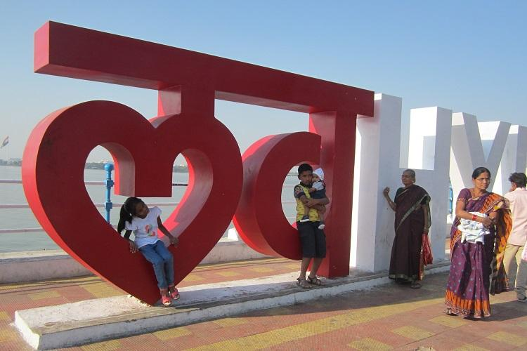 Love Hyd Popular selfie spot brings on the blues for guards and traffic wardens