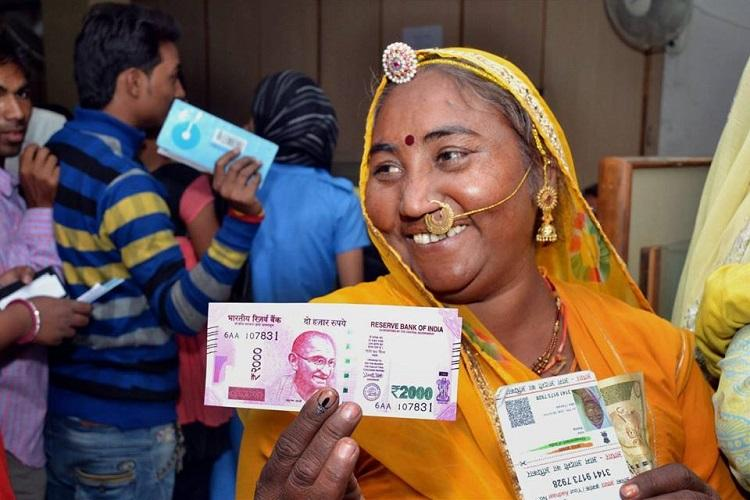 Devanagari script on Rs 2000 note is just a design Centre to Madras HC