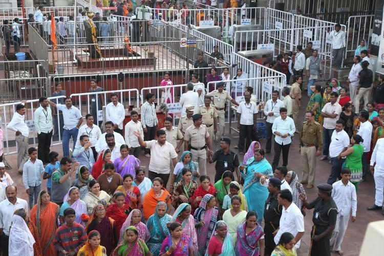 Shani temple row Devendra Fadnavis Sri Sri Ravi Shankar speak in support of women campaigners