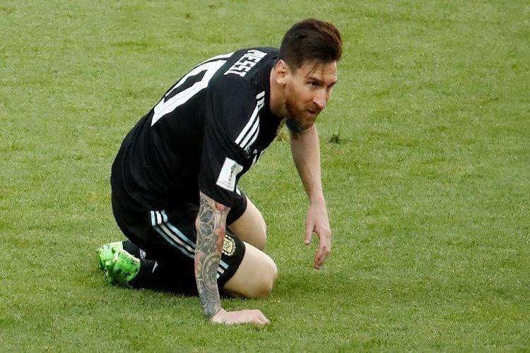 Maradona says Messi is a great player but not a leader