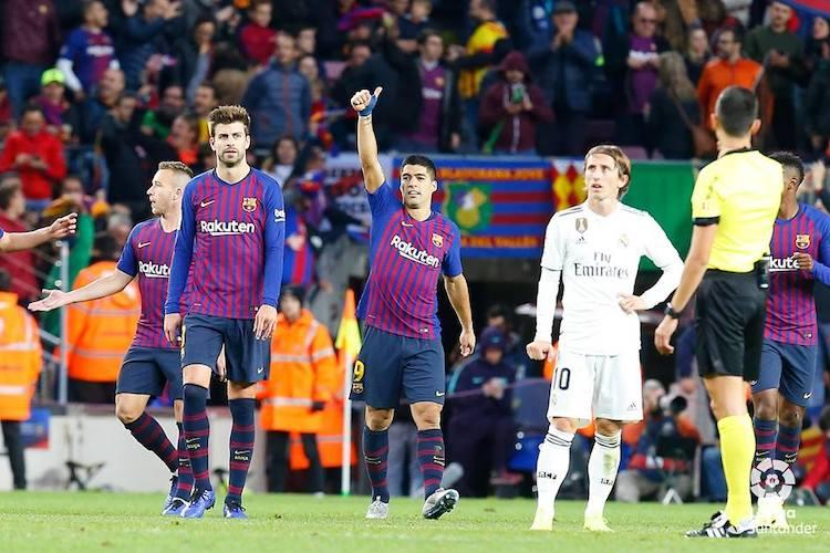 Suarez scores hat-trick as Barcelona win in a 5-1 demolition of Real Madrid