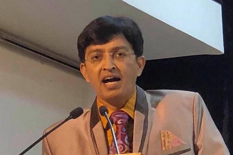 TN Health Secy J Radhakrishnan Chennai Corp Commissioner D Karthikeyan transferred