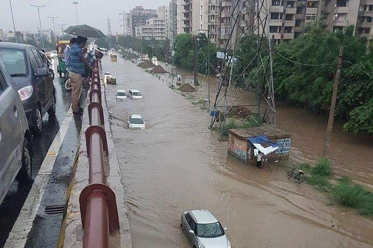 Gurgaon gridlock Two-day school holiday declared DM orders all officials on ground
