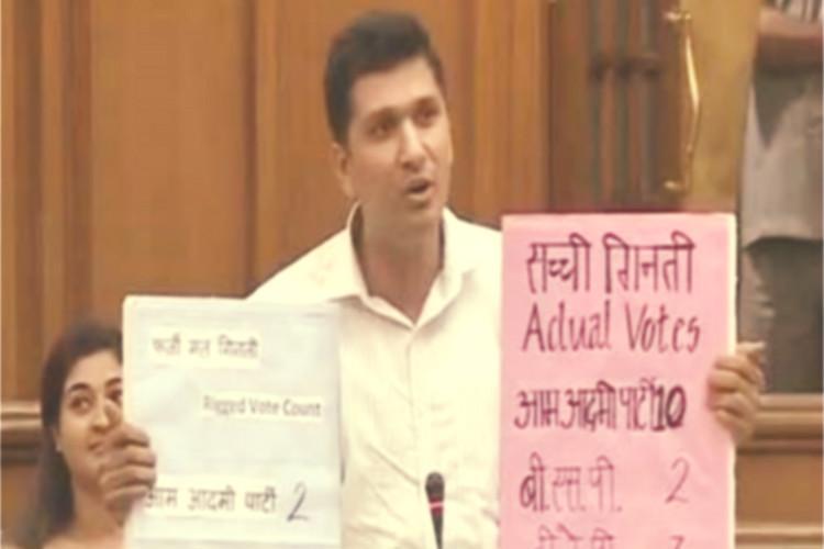 AAP MLA Saurabh Bharadwaj demonstrates EVM hacking in Delhi Assembly