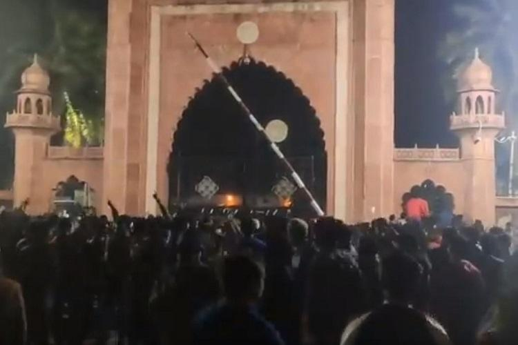 CAA protests Police clash with students at AMU internet snapped in Aligarh for 24 hours