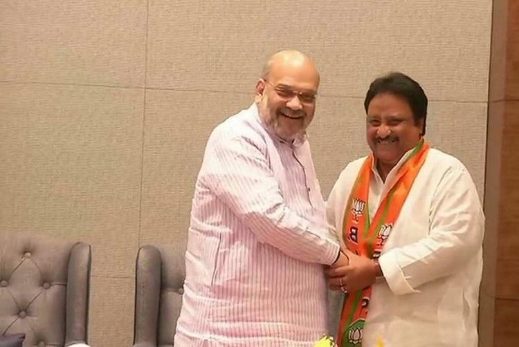 Denied ticket outgoing TRS MP Jithender Reddy joins BJP