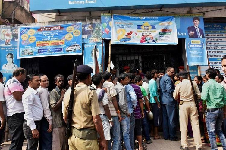 SC asks govt to explain steps in dealing with post-demonetisation mess