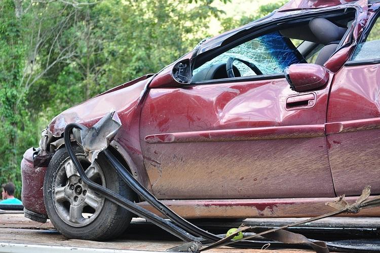Six killed 4 injured as two cars collide head-on in Karnatakas Gadag district