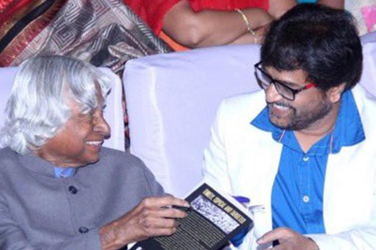 Former President APJ Abdul Kalam is holding a book and is seen talking to actor Vivek in the photo
