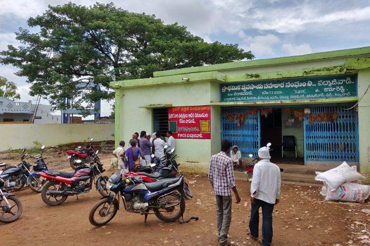 Farmers in Telanganas Kamareddy face fertiliser shortage authorities ill-prepared