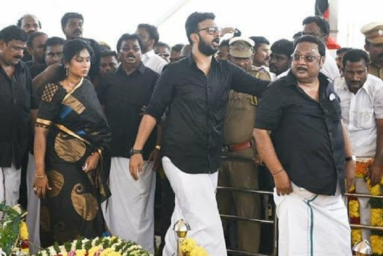 Alagiris peace rally ends pays respects to Karunanidhi