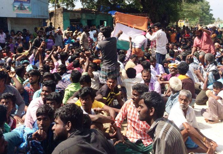 Alanganallur protests take sudden turn Villagers pelt stones face police lathicharge