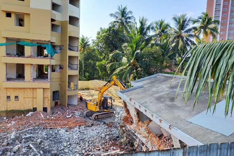 Experts inspect Maradu apartments explosives to be brought by Dec 29