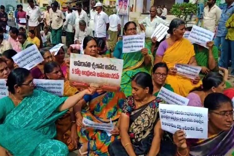 Amaravathi Protests in which woman wearing sarees were sitting and protesting with placards