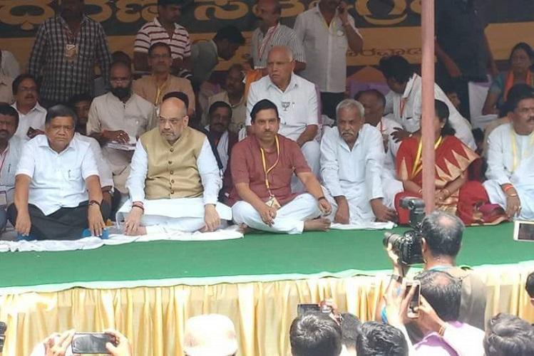Amit Shah fasts wih Yeddyurappa says Congress has no internal democracy