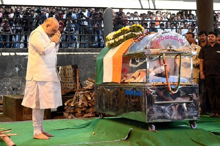 Ananth Kumar cremated with state honors in Bengaluru