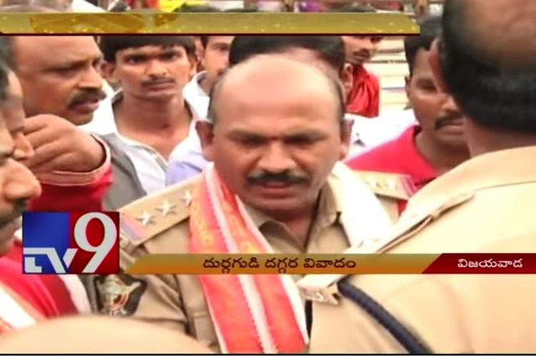 Scuffle breaks out between priests and police at Vijayawada Durga temple over procession