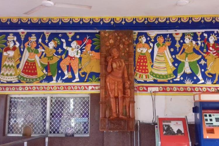 Kalamkari murals to clay artwork Mangalagiri station in Andhra gets a makeover