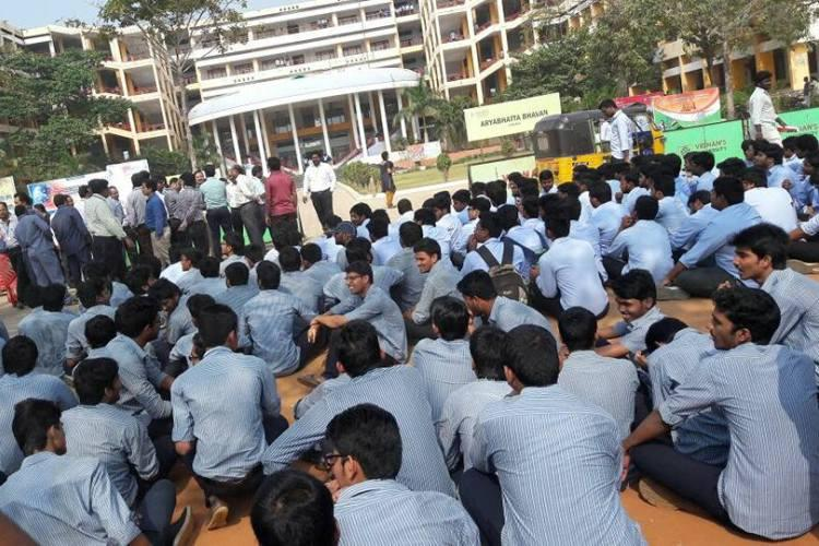 No time to even breathe Students at Andhras Vignan University protest unfair rules