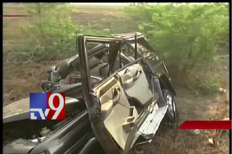 Six dead after head-on collision between truck and car in Andhra