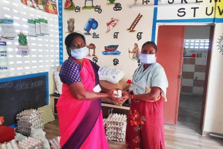 Anganwadi worker distributing eggs to a beneficiary in Virudhunagar amid Covid-19 lockdown