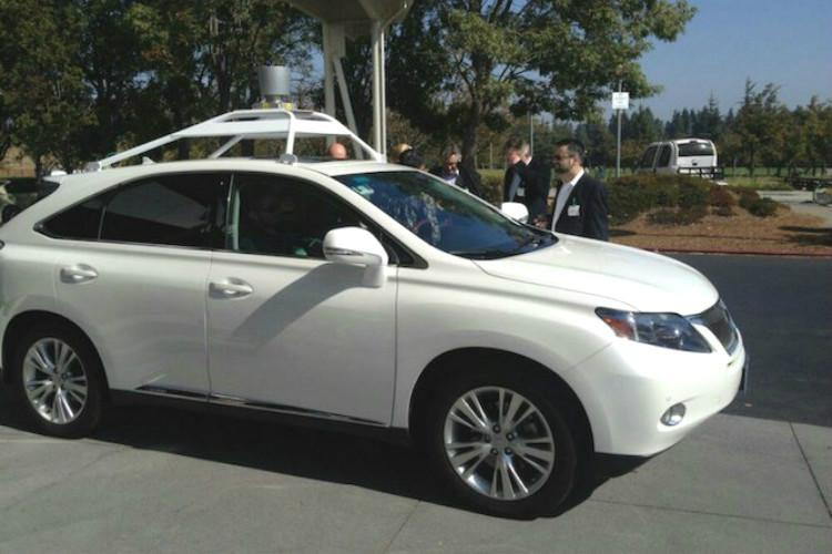 Apples self-driving car meets first accident in California