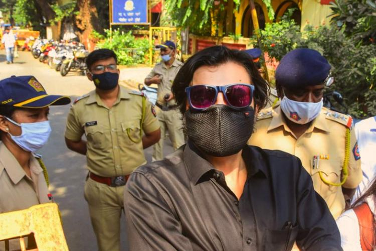 Republic TV Editor in Chief Arnab Goswami outside a police station in Mumbai wearing a mask and sunglasses