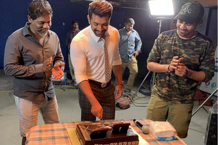 Arun Vijay wraps up Saaho shoot with cake cutting ceremony