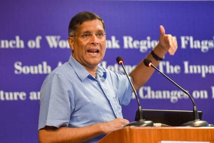 Former Chief economic advisor Arvind Subramanian in a blue shirt speaking into a mic on stage