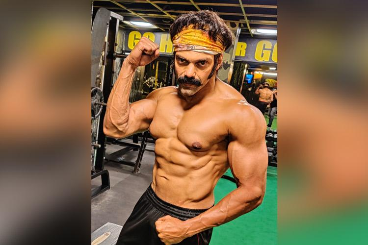 Actor Arya tweets new ripped look for Pa Ranjiths next