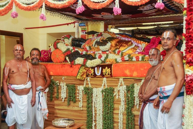 Four die of suffocation at Kancheepurams Athi Varadhar festival