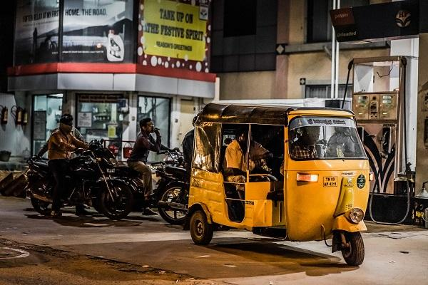 Uber to relaunch autorickshaw hailing service in India