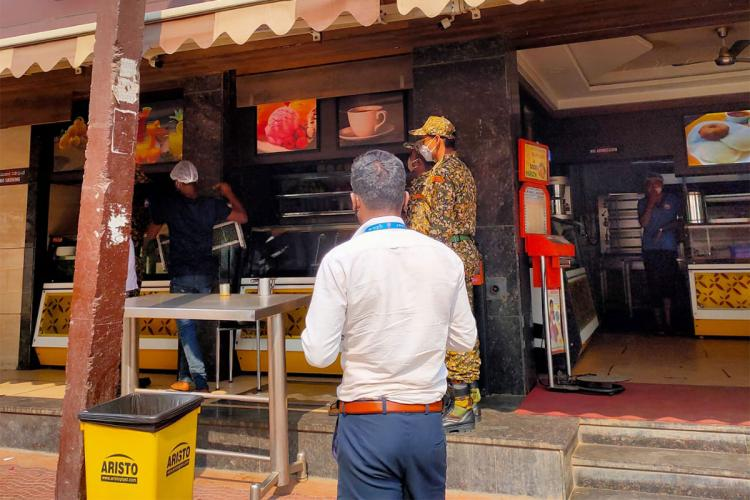 BBMP officials conducting COVID-19 Appropriate Behavior CAB raid at a food outlet