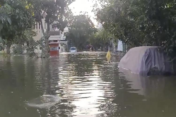 Lake bund breached in Bengaluru scores of houses flooded in Hulimavu and BTM layout
