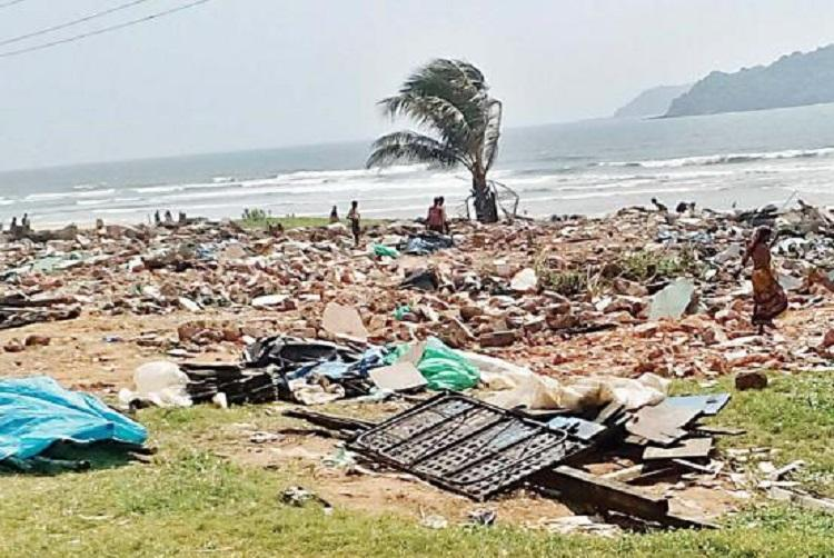 Hundreds of Karnataka natives in Goas Baina beach rendered homeless after eviction drive