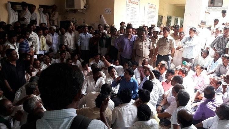 Irrigation lifeline cut in Ballari Farmers storm Tahsildar office cops resort to lathicharge