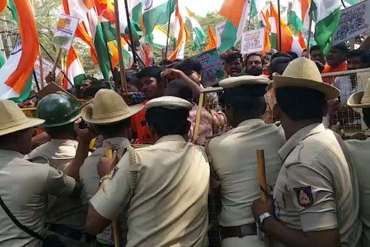 BJP supporters activists lathicharged by police in Kolar during pro-CAA protest
