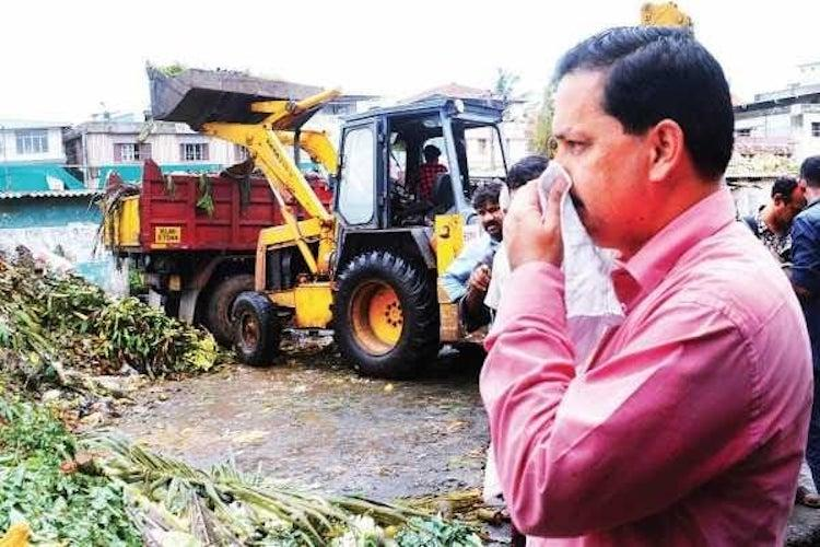 Judge stages sit-in protest gets garbage heap cleared from Kochi market