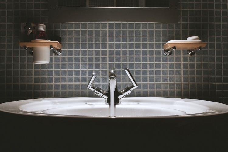 The Great Bathroom Debate Paper Towel Or Hand Dryer The News Minute New Bathroom Hand Dryers Style