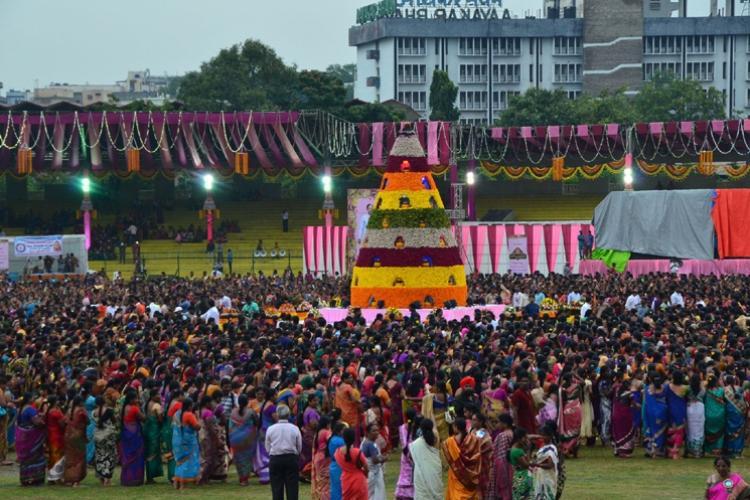 Telanganas Maha Bathukamma sets world record with over 9000 participants