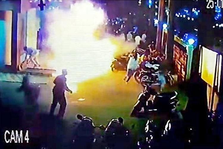 Miscreants hurl petrol bomb outside Belagavi theatre showing Padmaavat