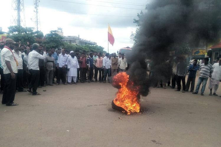 Effigies burned eggs thrown in protests across Karnataka over Mahadayi tribunal order
