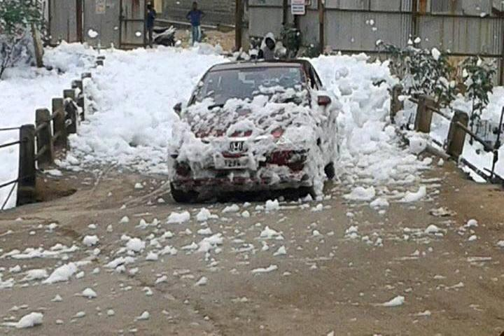 Thanks to pollution a Bengaluru lake gives you a free but yucky car wash