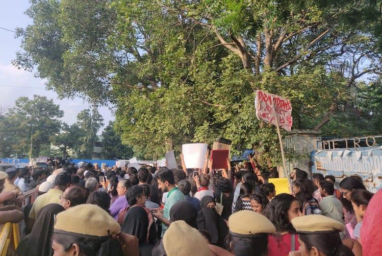 Protests held in Chennais Triplicane and Besant Nagar against CAA