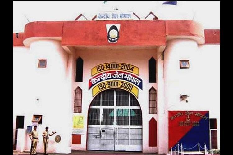 Eight SIMI terror suspects kill cop break out of Bhopal jail