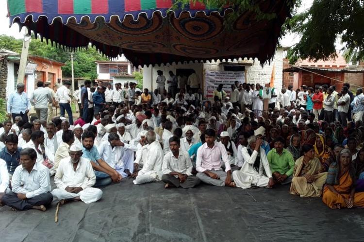 Farmers in Bidar threaten suicide over non-payment of crop insurance