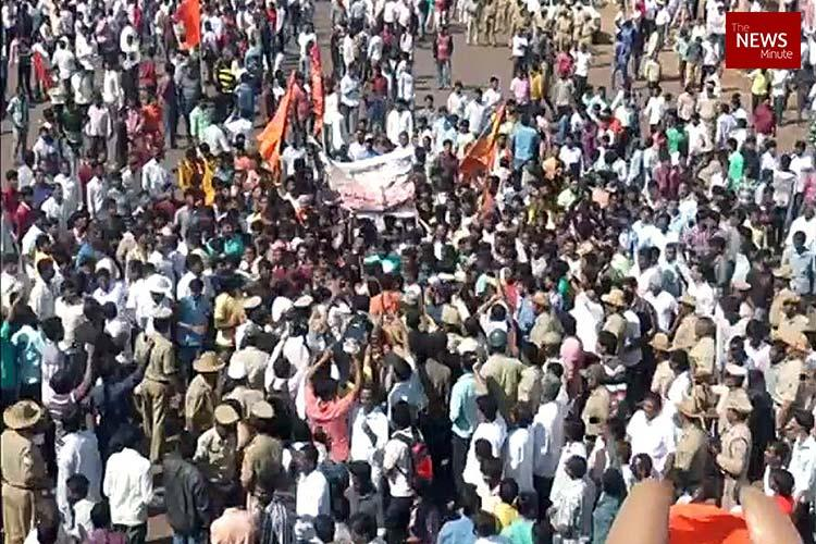 Bidar bandh over girl's murder turns violent, MP hurt in lathi charge