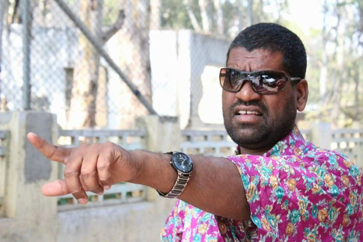 Popular comedian Bithiri Sathi assaulted for alleged anti-Telangana statements